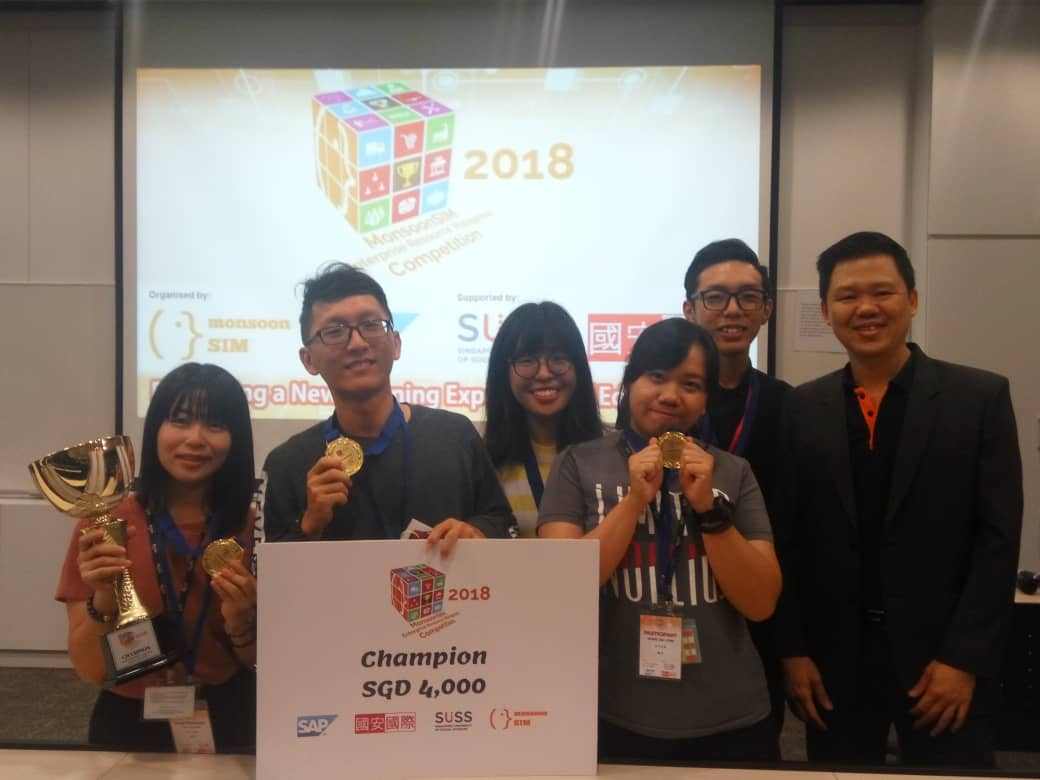 Mr. Alex Ong of Monsoonsim Singapore with the Champion, Kokobap
